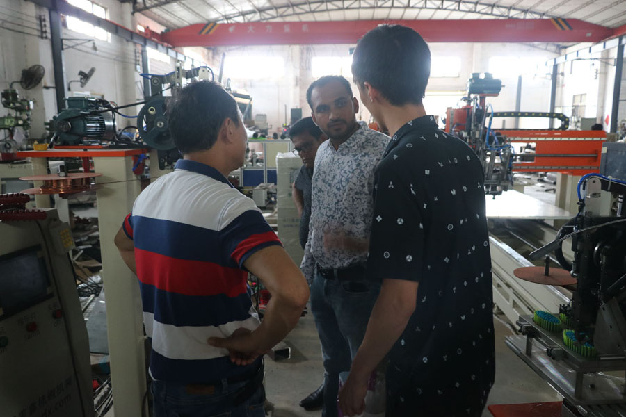 Meixin-News About New client come to look around our factory machinery and signed the contract NO DU-2